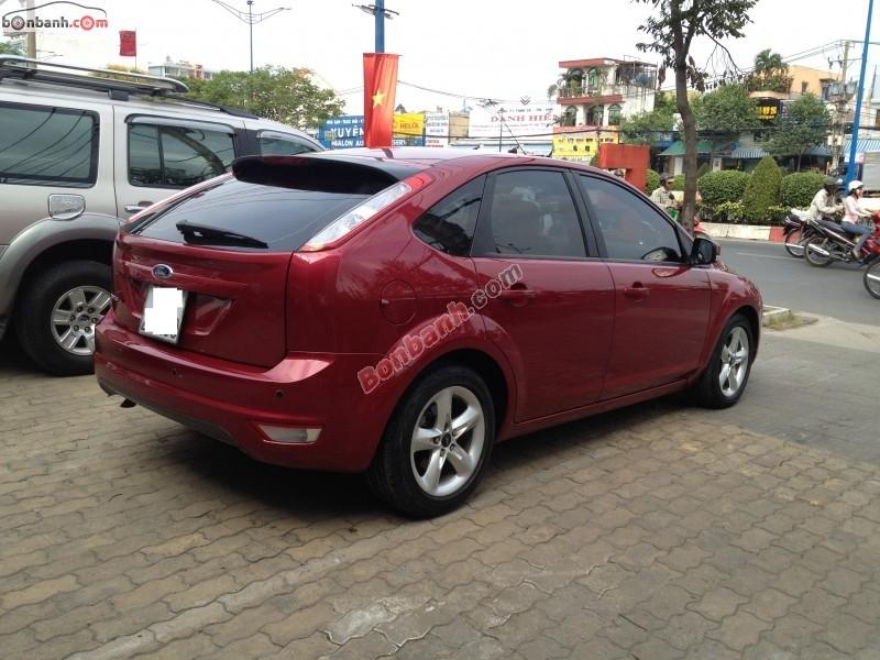 Cần bán gấp Ford Focus 1.8AT đời 2011, màu đỏ, 528Tr