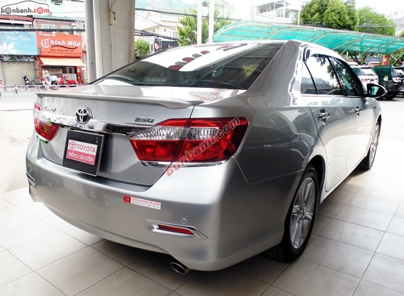 Cần bán Toyota Camry 2.5Q đời 2012, màu bạc