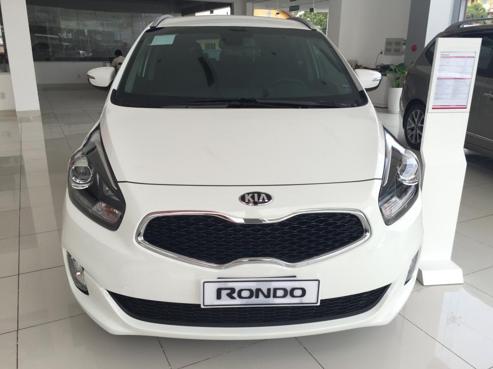 Cần bán Kia Rondo đời 2016, màu trắng giá cạnh tranh