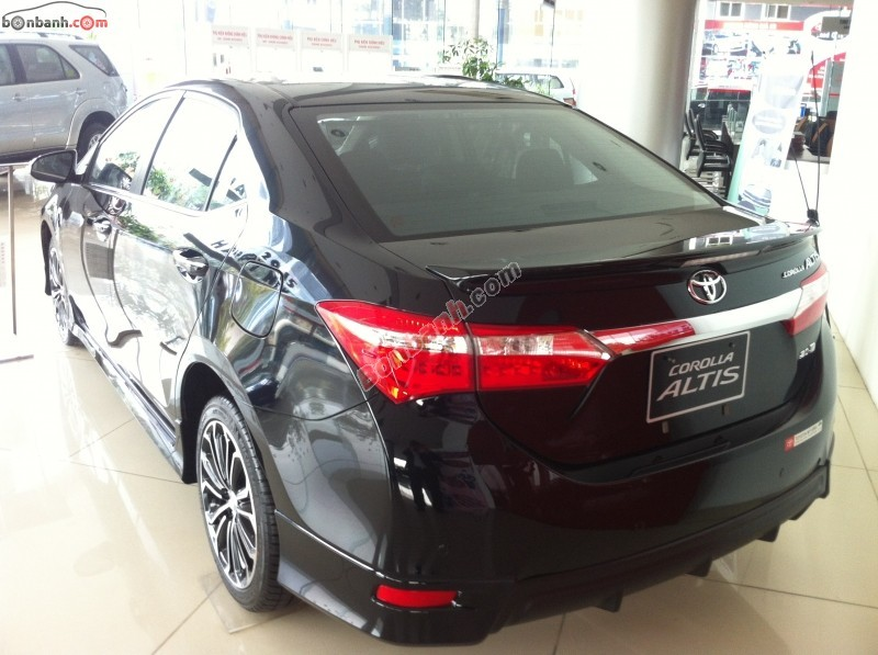 Cần bán xe Toyota Corolla Altis 2.0 CVT đời 2015, màu đen