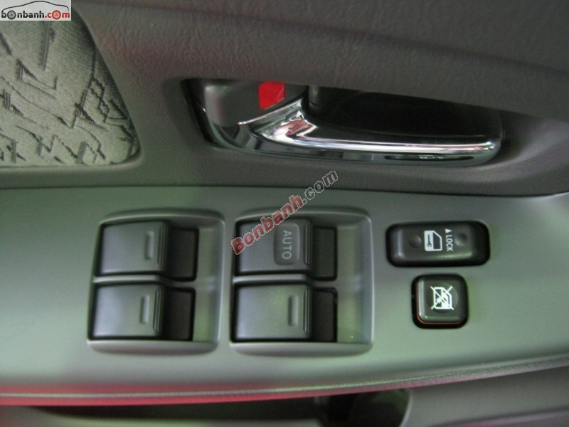 Cần bán Toyota Innova 2.0E New đời 2015, màu bạc -  Hỗ trợ mua xe tốt nhất