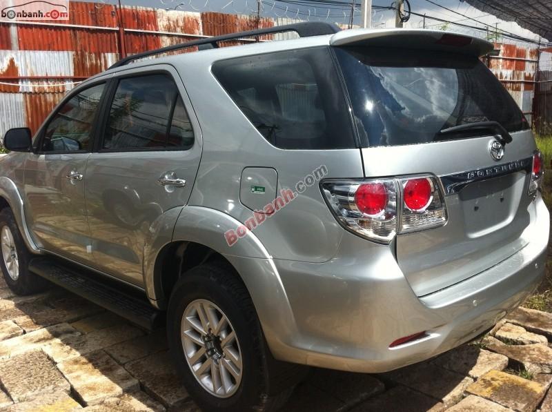 Bán ô tô Toyota Fortuner V 4x2 AT đời 2015, màu bạc