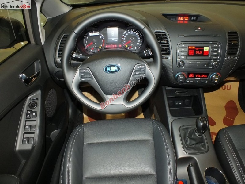 Cần bán Kia K3 1.6MT năm 2015, giá 590Tr