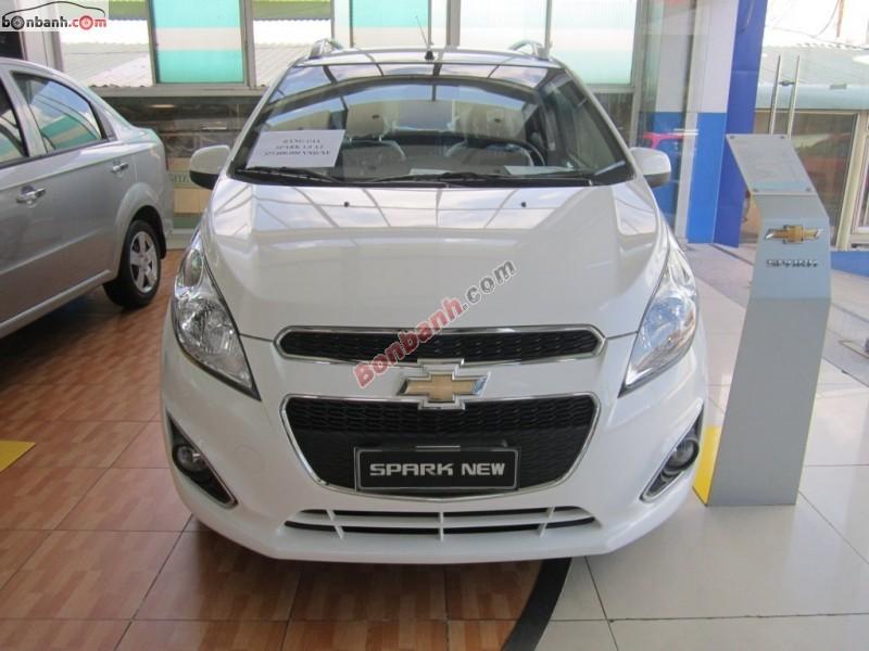 Cần bán xe Chevrolet Spark 1.0 AT đời 2015, màu trắng, giá 392Tr