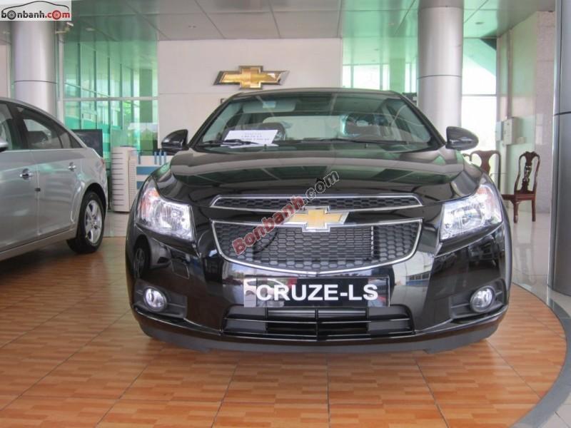 Cần bán Chevrolet Cruze 1.6 LS đời 2015, màu đen