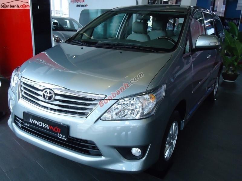 Cần bán Toyota Innova 2.0V New năm 2015, màu bạc tại Toyota Hoàn Kiếm