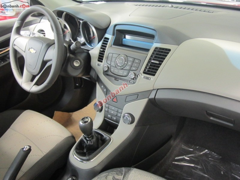 Cần bán Chevrolet Cruze LS năm 2015, màu đỏ, giá 560Tr