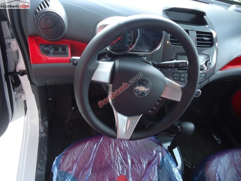 Bán xe Chevrolet Spark LTZ đời 2015, màu trắng