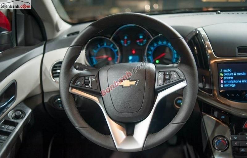 Bán Chevrolet Cruze LTZ đời 2015, màu đen, giá 679Tr
