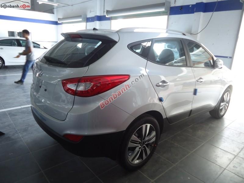 Bán ô tô Hyundai Tucson 2.0 AT 2WD đời 2015, màu bạc, nhập khẩu chính hãng tại Hyundai Kinh Dương Vương