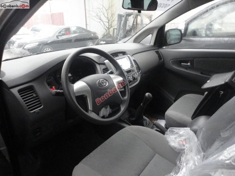 Cần bán Toyota Innova E đời 2015, màu bạc, giá 718Tr