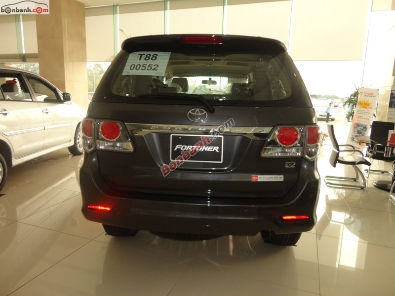 Bán xe Toyota Fortuner 2.7V 4x2AT đời 2015, màu đen