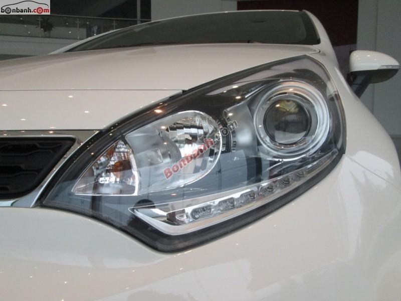 Cần bán Kia Rio 1.4AT sản xuất 2015, màu trắng, xe nhập, 550 triệu