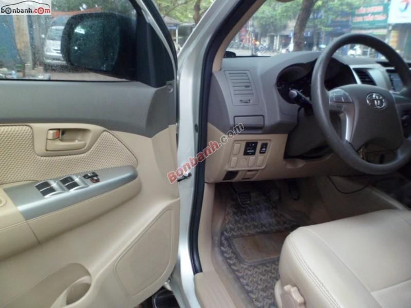 Toyota Hilux 2.5 đời 2013, màu bạc, nhập khẩu chính hãng