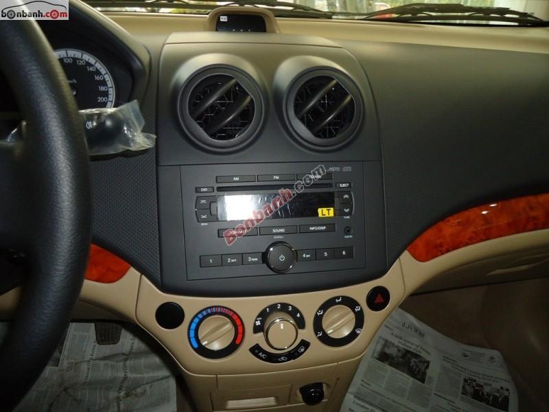 Cần bán xe Chevrolet Aveo MT đời 2015, màu trắng - LH ngay 0945 867 679