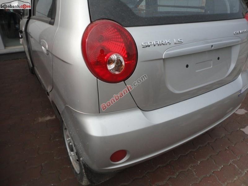 Cần bán xe Chevrolet Spark Van đời 2015, màu bạc, giá tốt gọi ngay 0985 657 765