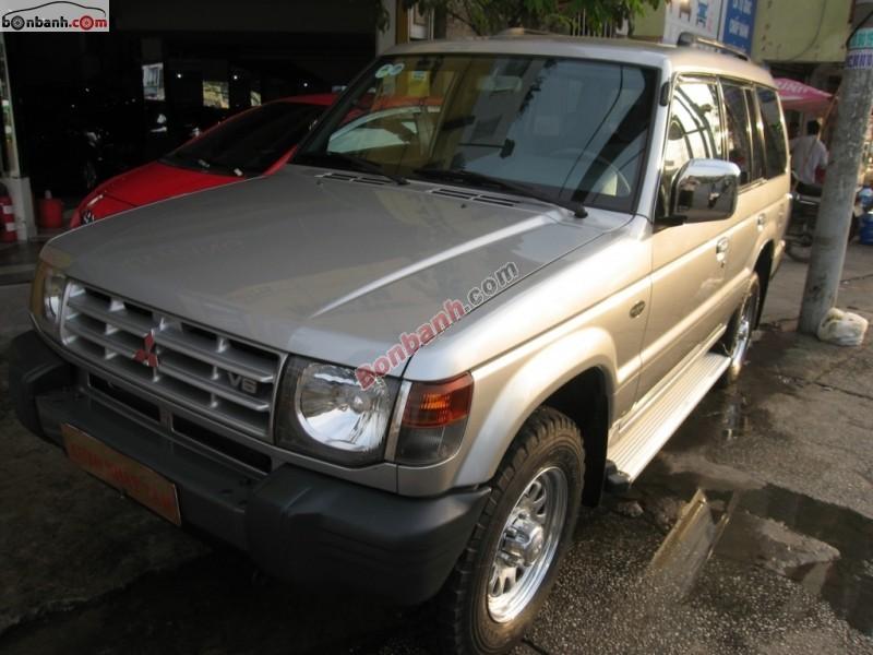 Cần bán xe Mitsubishi Pajero 3.0 V6 đời 2005, màu bạc, 325 triệu