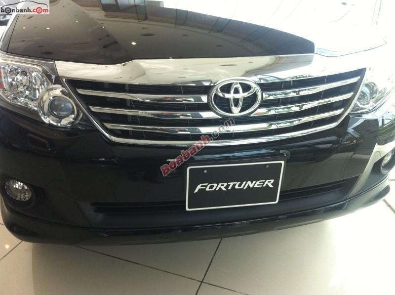 Bán xe Toyota Fortuner V 4x4 AT đời 2015, màu đen