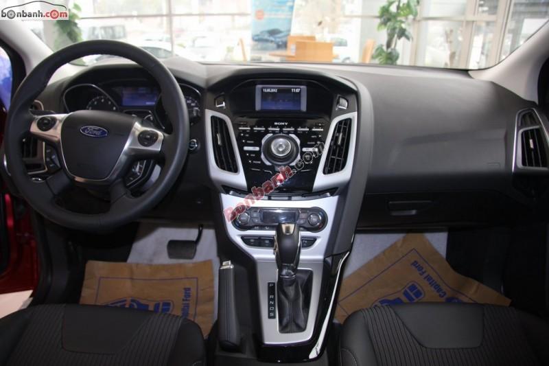 Bán xe Ford Focus Sport Duratec 2.0 2015, màu đỏ tại Hà Thành Ford