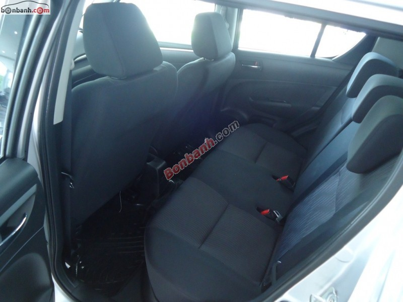Mình cần bán xe Suzuki Swift 1.4AT đời 2014, màu bạc, xe nhập
