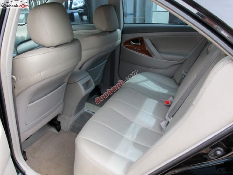 Cần bán lại xe Toyota Camry LE đời 2011, màu đen, nhập khẩu