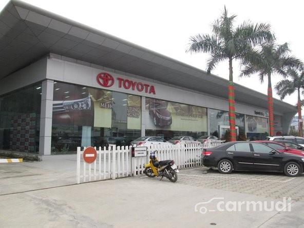 Cần bán xe Toyota Hiace MT đời 2015, màu bạc, xe có sẵn, giao xe ngay