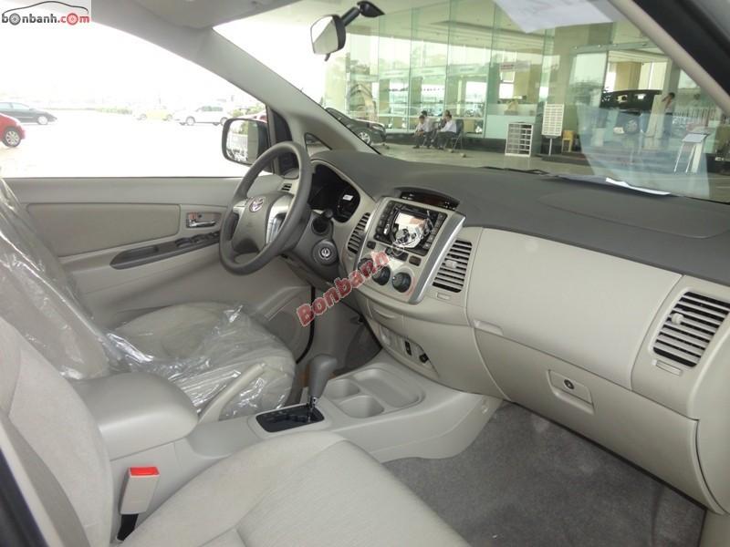Cần bán Toyota Innova 2.0G đời 2015, màu bạc, 767 triệu