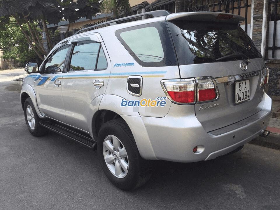 Cần bán gấp Toyota Fortuner năm 2009, màu bạc, số tự động