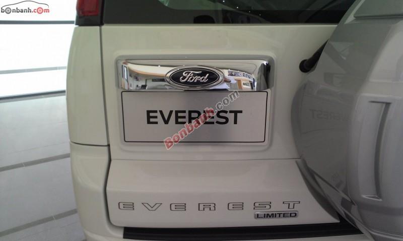 Bán ô tô Ford Everest 4x2 AT sản xuất 2015, màu bạc, giá chỉ 829 triệu