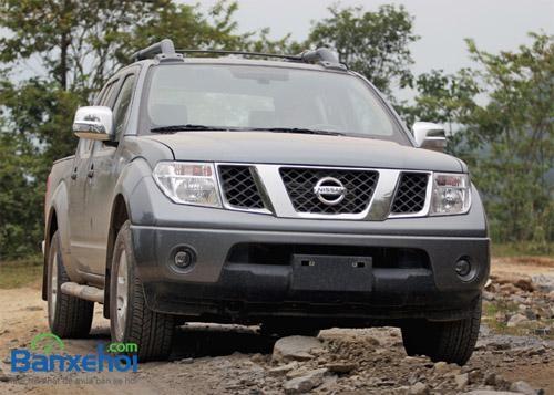 Bán ô tô Nissan Navara XE 2014, màu xám, nhập khẩu nguyên chiếc từ Thái Lan