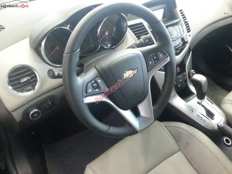 Bán Chevrolet Cruze LTZ đời 2015, màu đen, giá chỉ 679 triệu