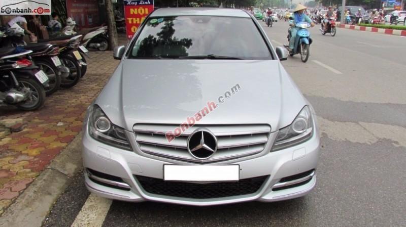 Mercedes Benz C200 Blue Efficiency SX 2012 màu bạc nội thất màu ghi xe đi ít nên còn rất mới và đẹp
