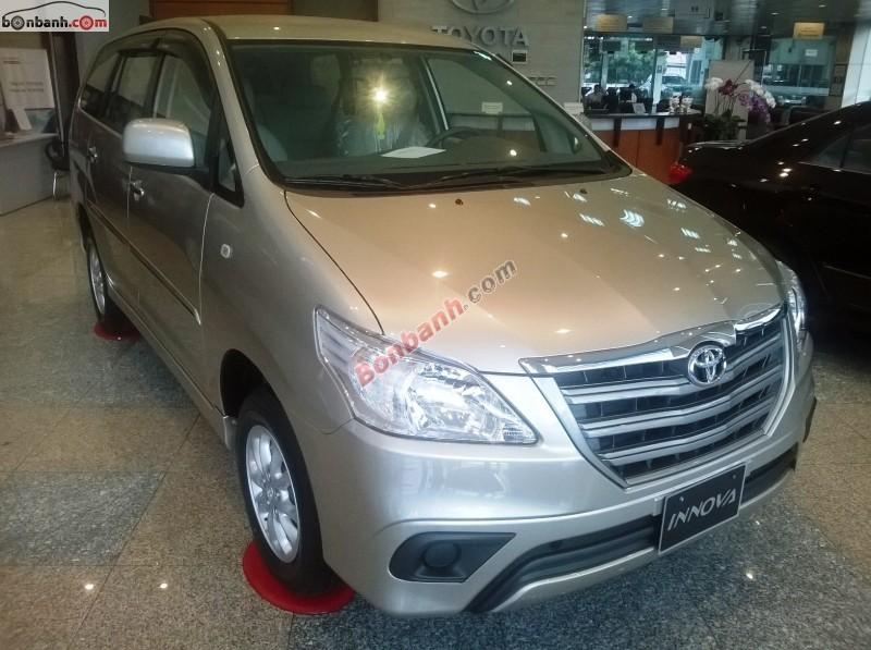 Cần bán xe Toyota Innova 2.0 E năm 2015, màu bạc, 713 triệu
