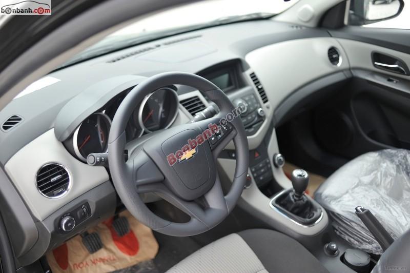 Cần bán xe Chevrolet Cruze LS đời 2015, màu đen, giá tốt gọi ngay 01699 892 505