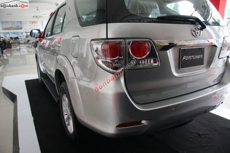 Cần bán xe Toyota Fortuner 2.7V 4x4AT đời 2015, màu bạc tại Toyota Hoàn Kiếm