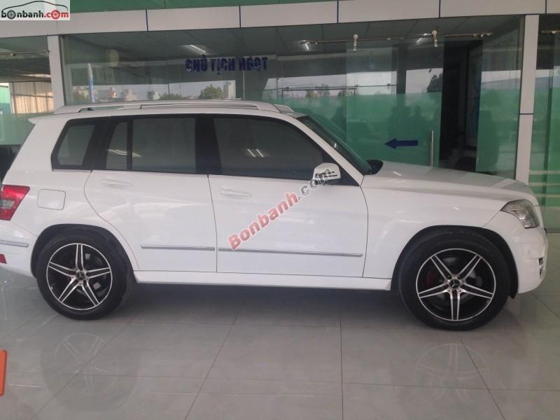 Cần bán Mercedes 300 4 Matic đời 2009, màu trắng