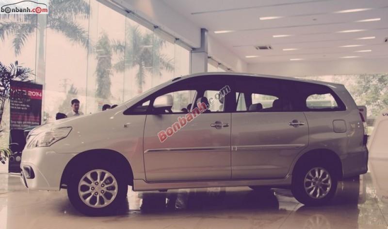 Cần bán Toyota Innova 2.0E đời 2015, màu bạc, 750tr
