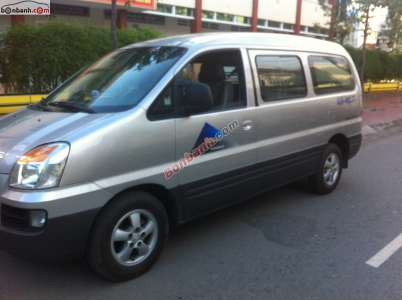 Ô tô Hyundai Starex đời 2005, màu bạc, nhập khẩu bán