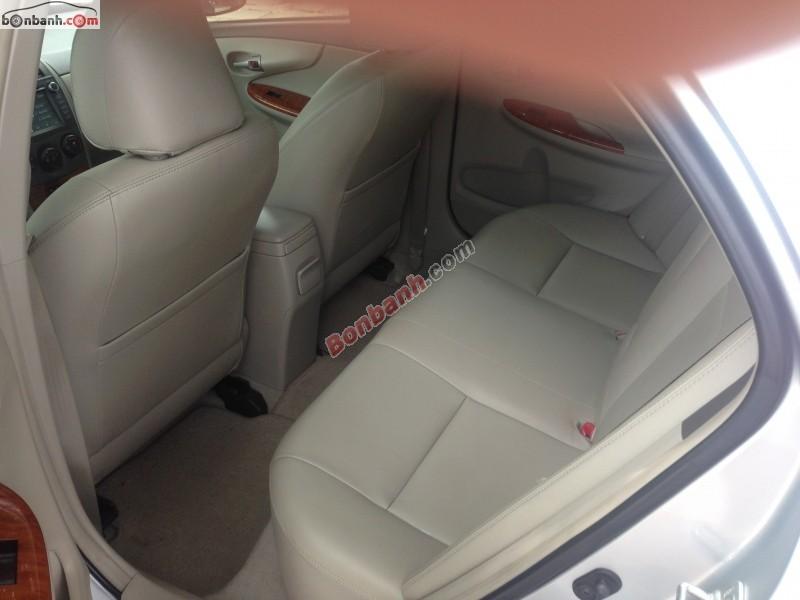 Cần bán gấp Toyota Corolla altis cũ màu bạc, chính chủ, giá 675tr