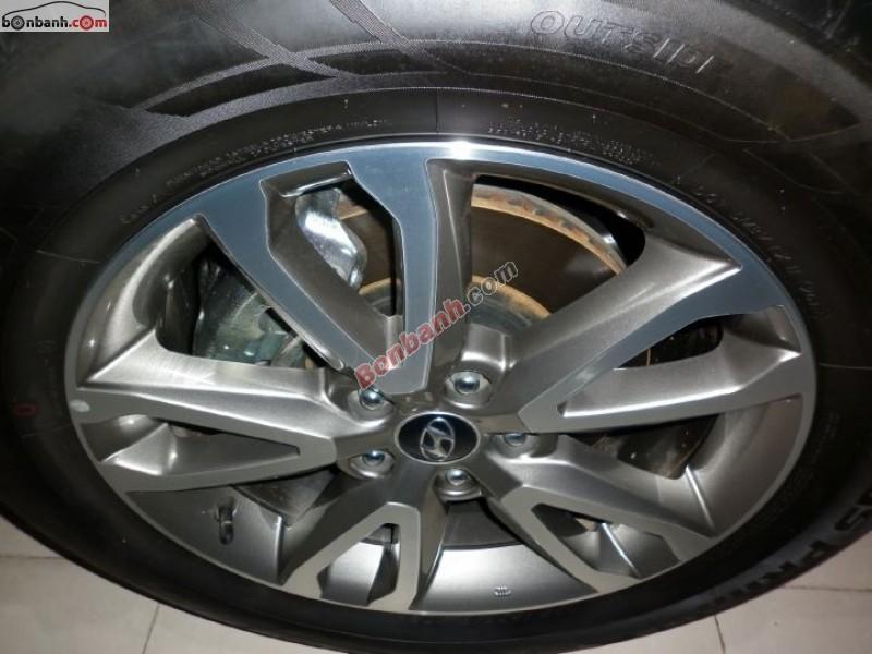 Cần bán gấp Hyundai Santa Fe đời 2013, màu nâu, nhập khẩu Hàn Quốc, đã đi khoảng 8800 km