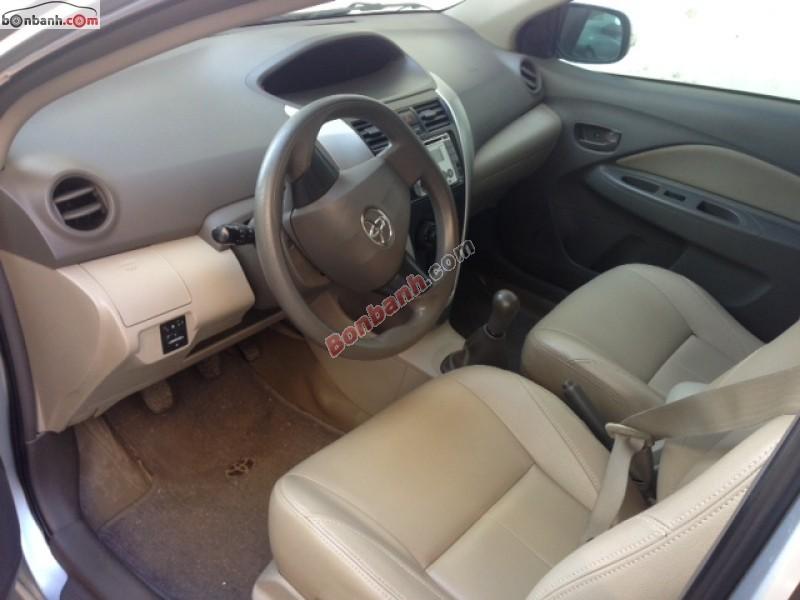 Bán xe Toyota Vios năm 2010, màu bạc, nội ngoại thất còn như mới