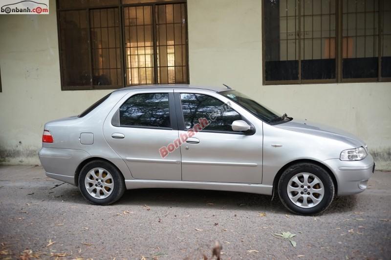 Cần bán lại xe Fiat Albea 1.6 HLX đời 2004, màu bạc, giá bán 200 triệu