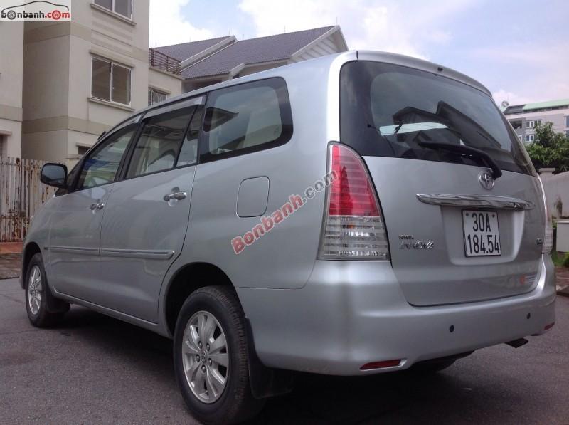 Cần bán gấp ô tô Toyota Innova sản xuất 2011, màu bạc, chính chủ