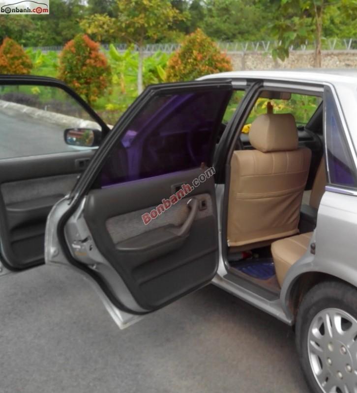Cần bán xe Toyota Camry cũ màu bạc, xe nhập