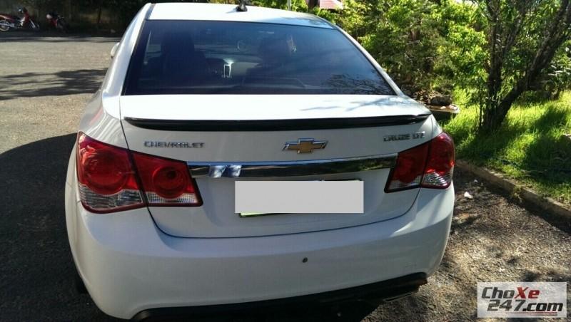 Cần bán gấp Chevrolet Cruze năm 2011, màu trắng, mới chạy 30.000km