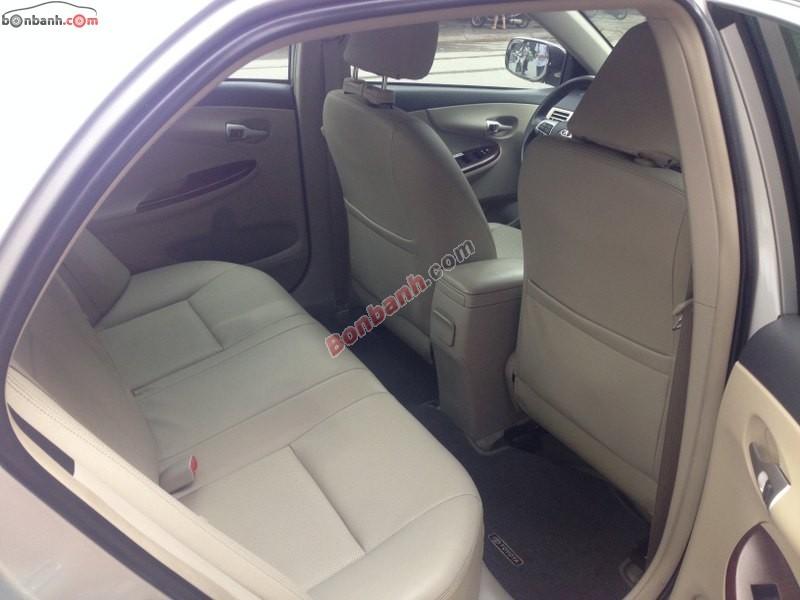 Sàn ô tô Thăng Long cần bán lại xe Toyota Corolla altis đời 2011, màu bạc