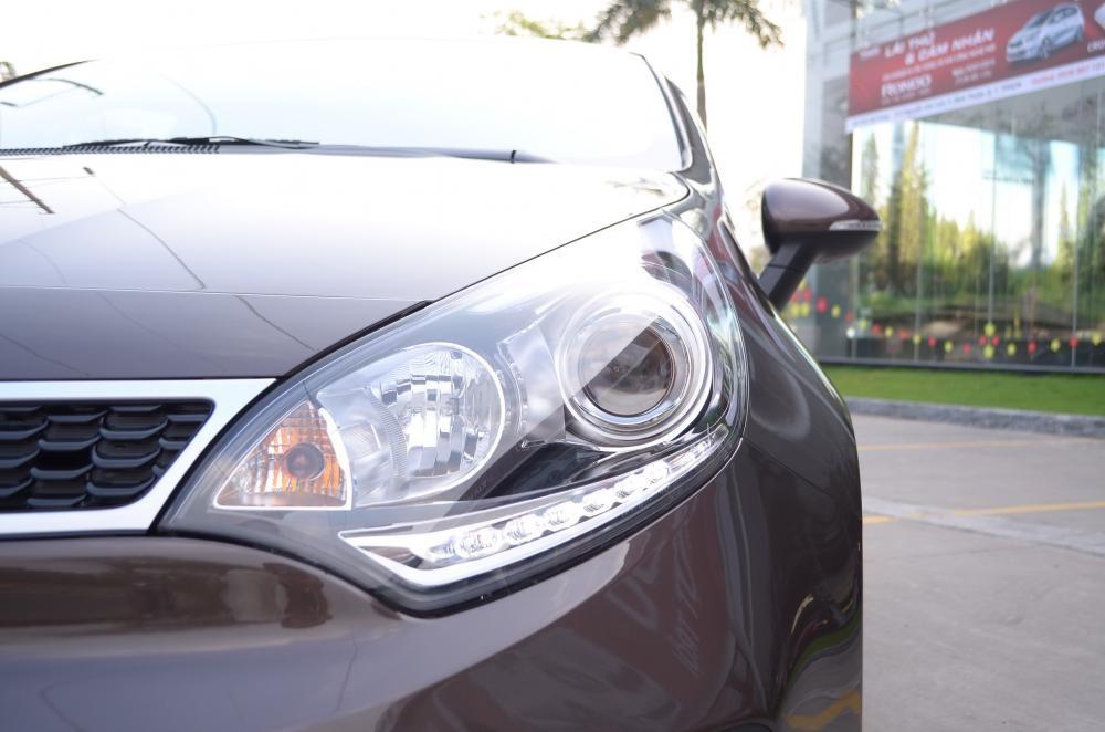 Cần bán xe Kia Rio đời 2016, màu nâu, nhập khẩu nguyên chiếc