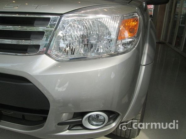 Xe Ford Everest XLT 2.5L 4x4 MT 2015