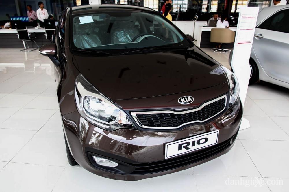 Bán ô tô Kia Rio 4DR AT, màu nâu, nhập khẩu nguyên chiếc