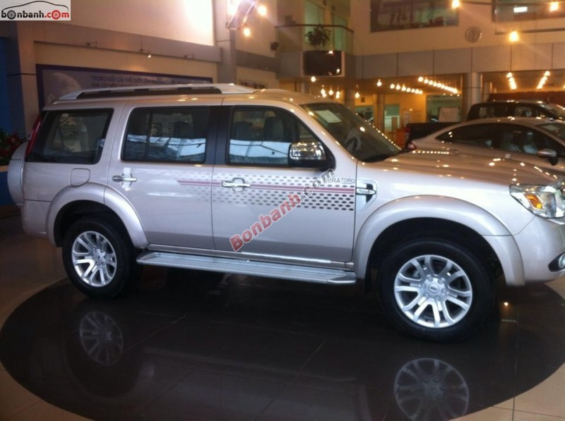 Xe Ford Everest AT (4x2) 2015